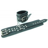 Чёрные наручники из кожи с пряжкой